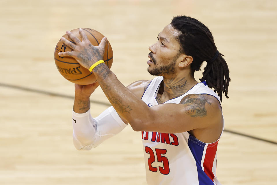 Derrick Rose shoots a free throw against the Miami Heat during the second quarter at American Airlines Arena,