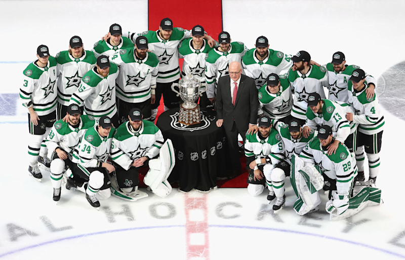 The Dallas Stars pose for a team photo with Bill Daly.