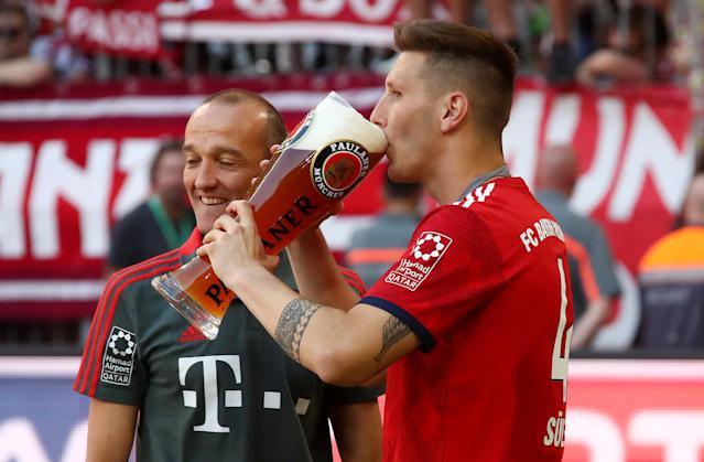 Soccer Football - Bundesliga - Bayern Munich v VfB Stuttgart - Allianz Arena, Munich, Germany - May 12, 2018 Bayern Munich's Niklas Sule drinks beer as he celebrates winning the Bundesliga REUTERS/Michael Dalder DFL RULES TO LIMIT THE ONLINE USAGE DURING MATCH TIME TO 15 PICTURES PER GAME. IMAGE SEQUENCES TO SIMULATE VIDEO IS NOT ALLOWED AT ANY TIME. FOR FURTHER QUERIES PLEASE CONTACT DFL DIRECTLY AT + 49 69 650050
