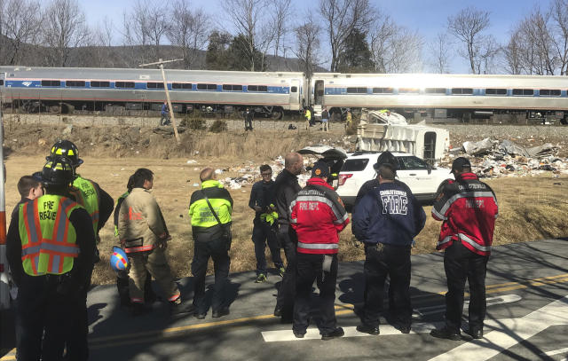 <p>Emergency personnel stand-by near a chartered train carrying members of Congress after it hit a garbage truck in Crozet, Va., Jan. 31, 2018. (Photo: Zack Wajsgrasu/The Daily Progress via AP) </p>