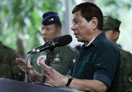 Philippines steps up bombing of Islamist militants in city