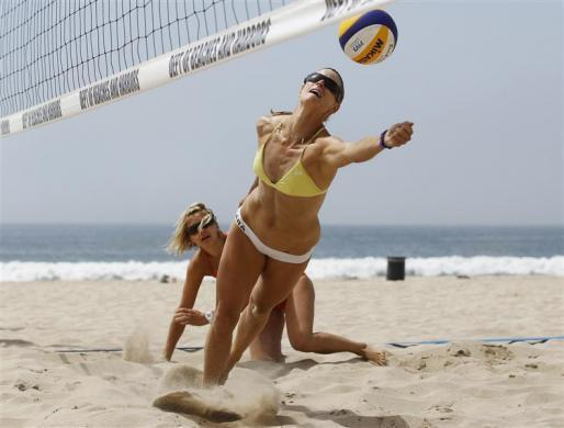 German beach volleyball players Sara Goller (R), 27, and Laura Ludwig, 26, train for the London 2012 Olympics in Manhattan Beach, California, April 9, 2012.