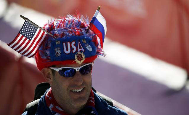 A fan of the U.S. attends the alpine skiing downhill training events during the 2014 Sochi Winter Olympics at the Rosa Khutor Alpine Center February 7, 2014. REUTERS/Leonhard Foeger (RUSSIA - Tags: SPORT SKIING OLYMPICS)
