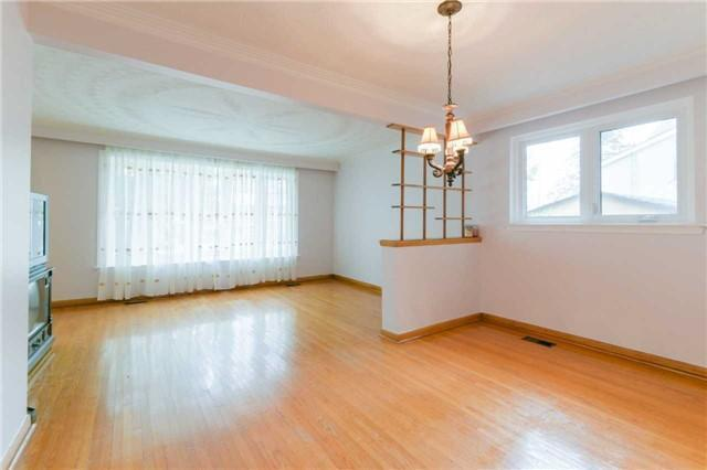 """<p><a href=""""https://www.zoocasa.com/toronto-on-real-estate/5028302-3-joy-dr-toronto-on-m1r3h6-e4019326"""" rel=""""nofollow noopener"""" target=""""_blank"""" data-ylk=""""slk:3 Joy Dr., Toronto, Ont."""" class=""""link rapid-noclick-resp"""">3 Joy Dr., Toronto, Ont.</a><br> This home is one of the larger bungalows in its neighbourhood.<br> (Photo: Zoocasa) </p>"""