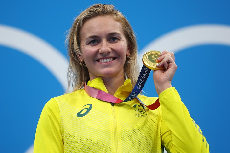 Tokyo 2020 Olympics - Swimming - Women's 400m Freestyle - Medal Ceremony - Tokyo Aquatics Centre - Tokyo, Japan - July 26, 2021. Ariarne Titmus of Australia poses with the gold medal REUTERS/Kai Pfaffenbach