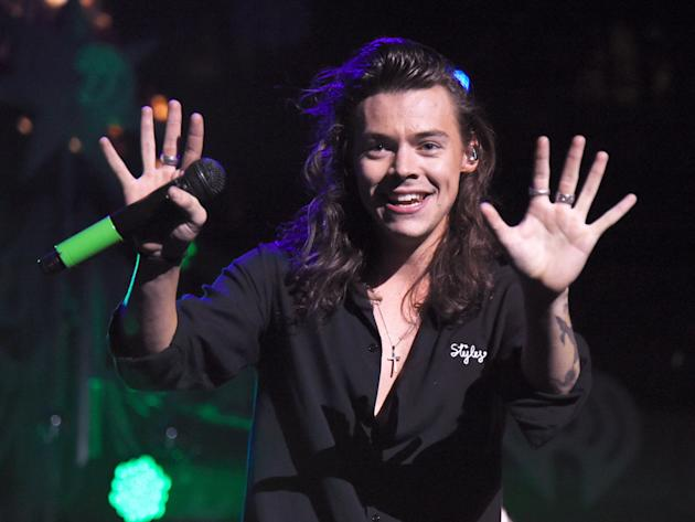 Harry Styles signs deal with Columbia Records