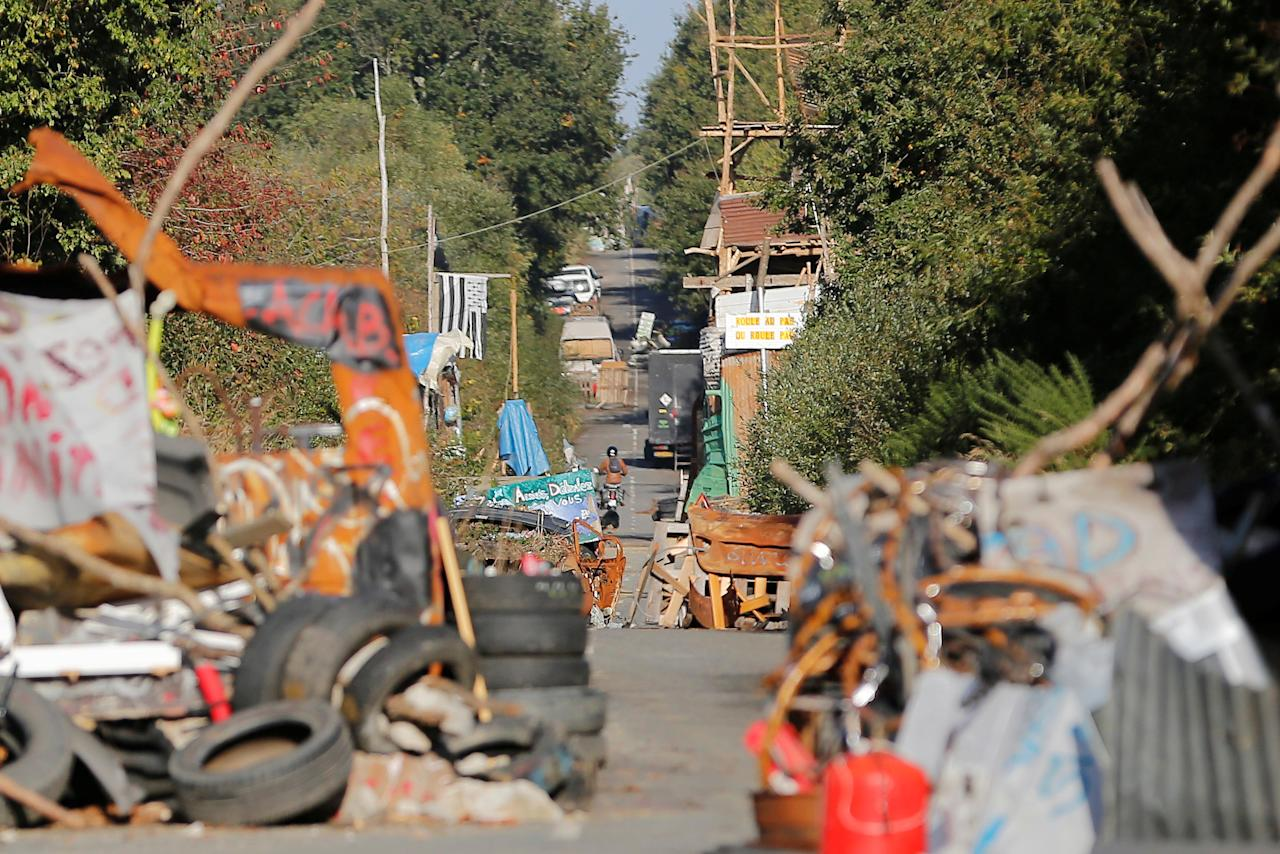 View of the blockaded D281 road in the zoned ZAD (Deferred Development Zone) in Notre-Dame-des-Landes, that is slated for the Grand Ouest Airport (AGO), western France, October 18, 2016. Picture taken October 18, 2016.  REUTERS/Stephane Mahe