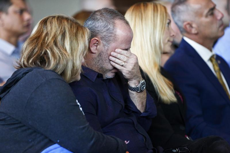 Fred Guttenberg, whose daughter, Jamie, was killed in the Parkland school shooting, right, cries while his wife Jennifer comforts him during a state commission hearing on Nov. 15, 2018. (ASSOCIATED PRESS)