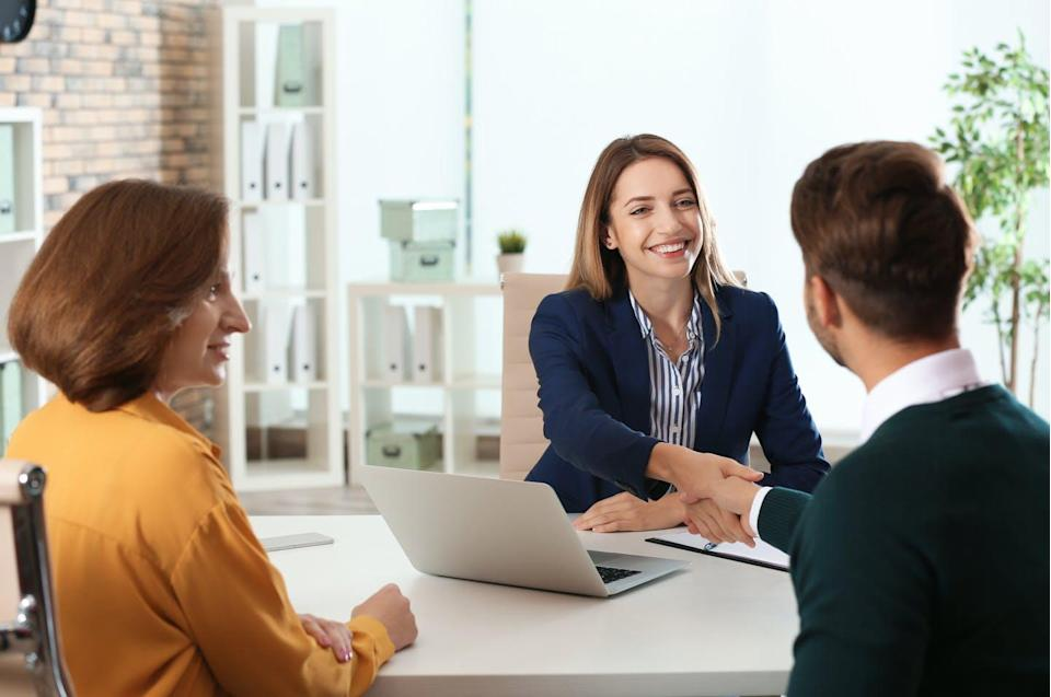 """<span class=""""attribution""""><a class=""""link rapid-noclick-resp"""" href=""""https://www.shutterstock.com/es/image-photo/human-resources-manager-conducting-job-interview-1261950043"""" rel=""""nofollow noopener"""" target=""""_blank"""" data-ylk=""""slk:Shutterstock / New Africa"""">Shutterstock / New Africa</a></span>"""
