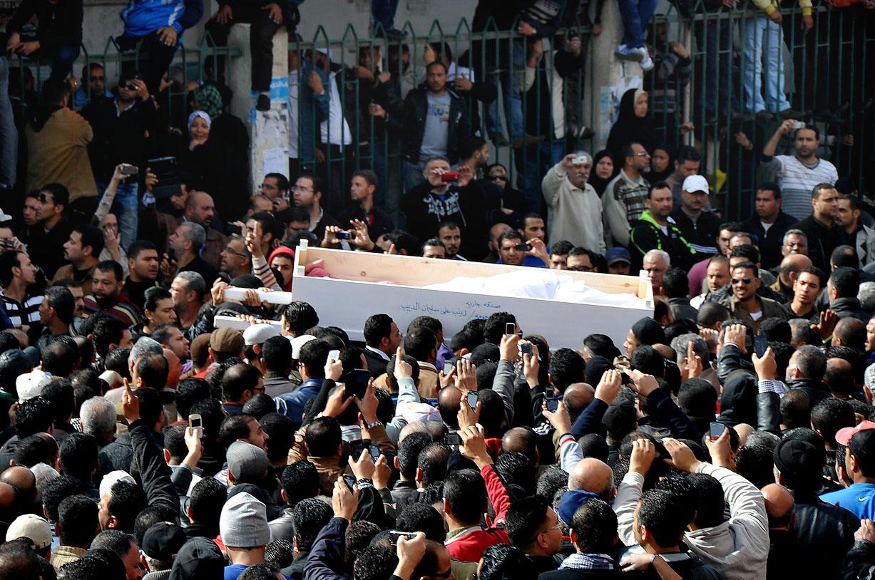 People carry the coffin of a man killed during a mass funeral in Port Said, Egypt, Sunday, Jan. 27, 2013. Tens of thousands of mourners poured into the streets of Port Said on Sunday for a funeral for most of the 37 people killed in rioting a day earlier, chanting slogans against Islamist President Mohammed Morsi. (AP Photo)