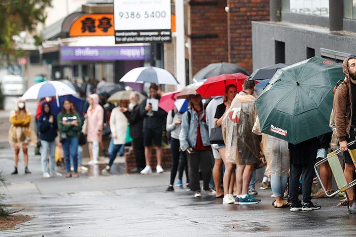 Thousands of people lining up at Centrelink following coronavirus outbreak
