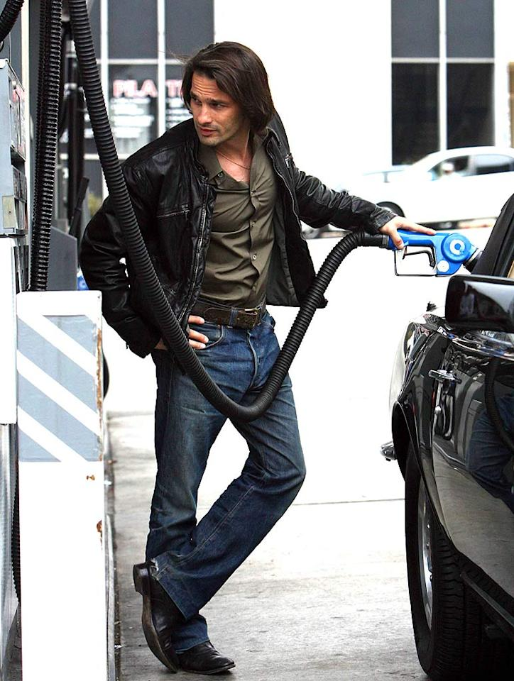 """French stud Olivier Martinez keeps a careful eye on the pump. MWD/<a href=""""http://www.x17online.com"""" target=""""new"""">X17 Online</a> - June 9, 2006"""