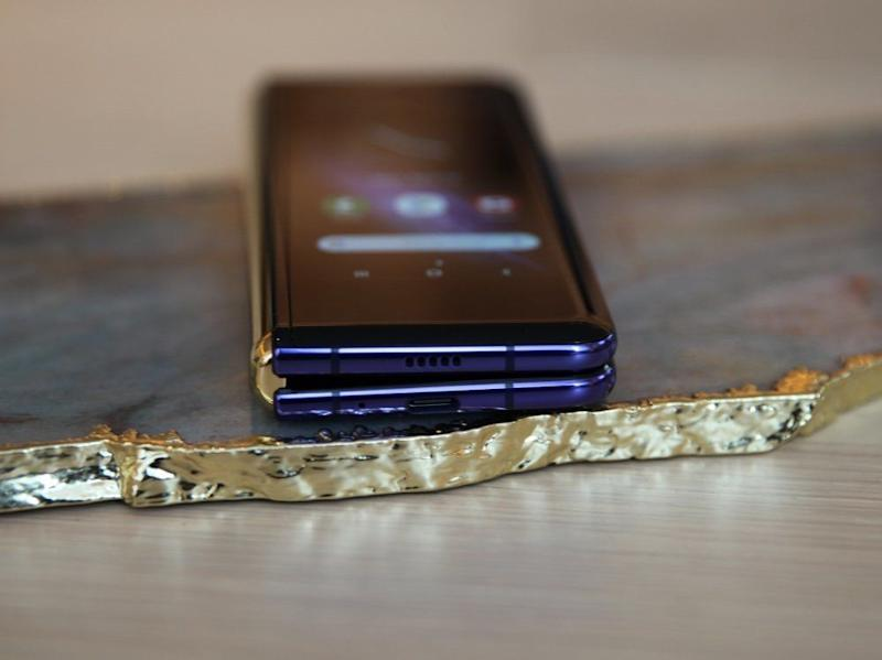 There is a noticeable gap between the two halves of the Galaxy Fold. (Image: Daniel Howley)