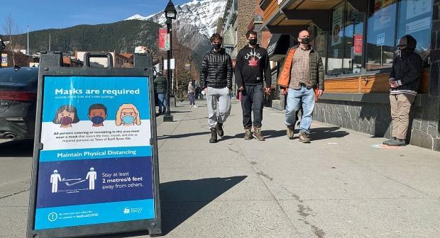 Masks are mandatory in some outdoor areas of Banff, Alta., including Banff Avenue. The Banff area currently has one of the highest per capita rates of COVID-19 cases in Alberta. The local mayor says she was not consulted before her MLA sent a letter objecting to the province's tightening of public health measures. (Bryan Labby/CBC - image credit)