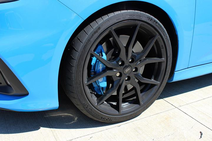 ford focus rs first drive front tire ful