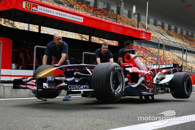 "Toro Rosso STR1 y Red Bull RB1 <span class=""copyright"">XPB Images</span>"