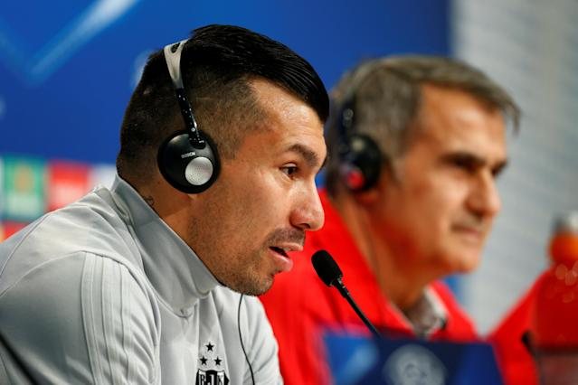 Soccer Football - Champions League - Besiktas Press Conference - Allianz Arena, Munich, Germany - February 19, 2018 Besiktas' Gary Medel and coach Senol Gunes during the press conference REUTERS/Ralph Orlowski