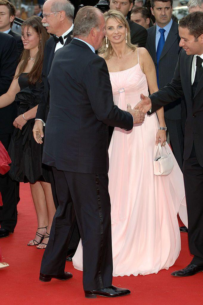 BARCELONA, SPAIN - MAY 22: Spanish King Juan Carlos of Spain (L) and Corinna zu Sayn-Wittgenstein attend the Laureus Sports Awards 2006 at Parc del Forum on May 22, 2006 in Barcelona, Spain. (Photo by Carlos Alvarez/Getty Images)