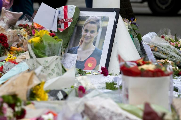 A memorial to murdered Labour MP, Jo Cox outside the Houses of Parliament in London on June 20, 2016. (AFP Photo/JUSTIN TALLIS)