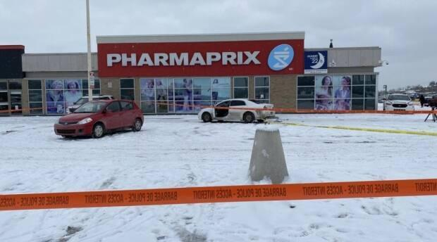 Provincial police are investigating after a 20-year-old man was found bleeding in a car on Belvédère Street.  (Sébastien Prieur/Radio-Canada - image credit)