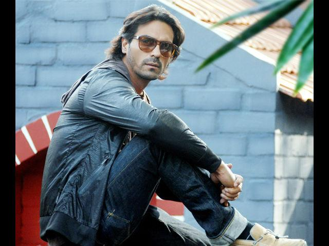 <b>1. Arjun Rampal</b><br> With the body of a Greek God, a jaw line that not many are born with and a face that almost always turns heads, Arjun Rampal's personality mixed with his super trendy wardrobe is every man's envy and every woman's desire. We love how he looks in suits, in jeans or even in a ganji. It is no wonder he dominated the runway for so long.