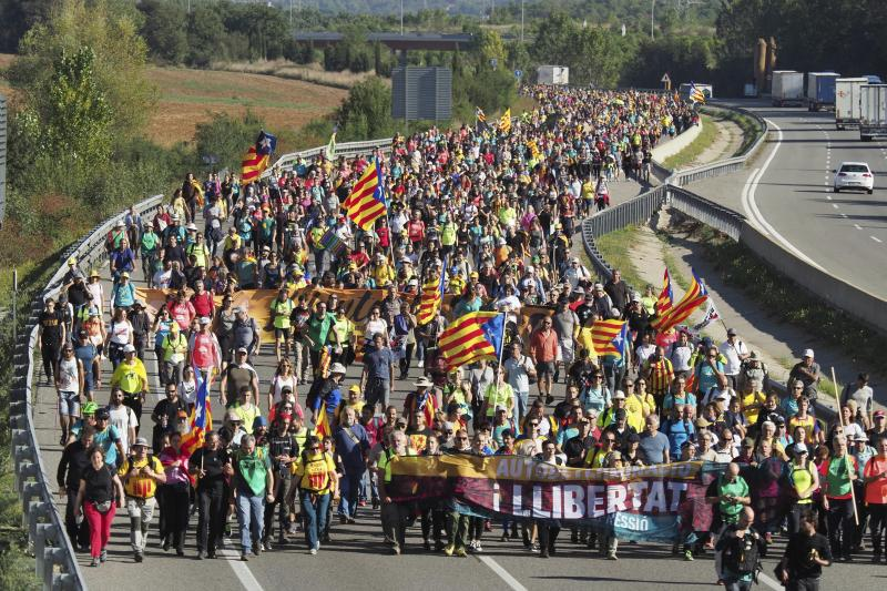 Demonstrators walk along a highway in Girona, Spain, Wednesday, Oct. 16, 2019. Thousands of people have joined five large protest marches across Catalonia that are set to converge on Barcelona, as the restive region reels from two straight days of violent clashes between police and protesters. The marches set off from several Catalan towns and aimed to reach the Catalan capital by Friday. (Photo: Mar Grau/AP)