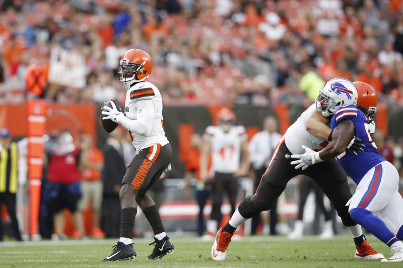 Cleveland Browns QB Tyrod Taylor suffered dislocated pinky