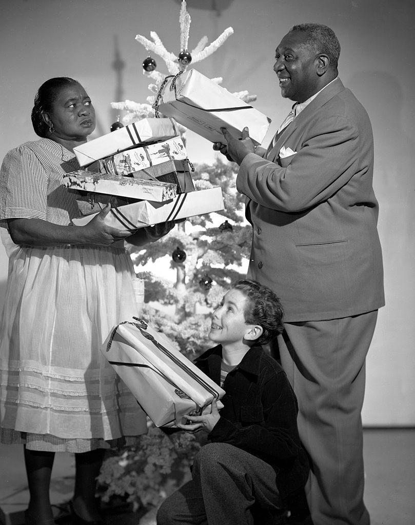 <p>Academy Award-winner Hattie McDaniel and her <em>Gone with the Wind </em>co-star Ernie Whitman pose for a holiday ad on a Hollywood soundstage, November 28, 1947. McDaniel was the first African American to ever win an Oscar. She was awarded the honor in 1940.</p>