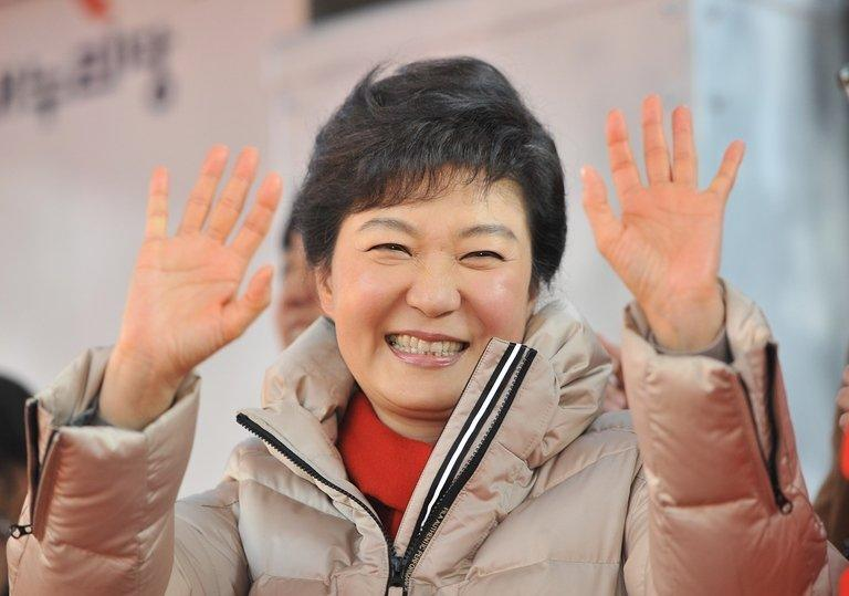 South Korean presidential candidate Park Geun-Hye waves to supporters at a rally in Seoul on December 15, 2012