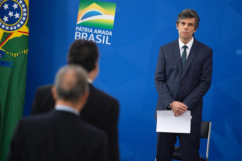 BRASILIA, BRAZIL - APRIL 17: Brazilian newly appointed Health Minister Nelson Teich looks on during his sworn in ceremony during coronavirus (COVID-19) pandemic at the Planalto Palace on April, 17, 2020 in Brasilia. President Bolsonaro has fired outgoing Minister of Health Luiz Henrique Mandetta on Thursday 16th over differences in coronavirus strategy. Brazil has over 30,000 confirmed positive cases of Coronavirus and 1956 deaths. (Photo by Andressa Anholete/Getty Images)