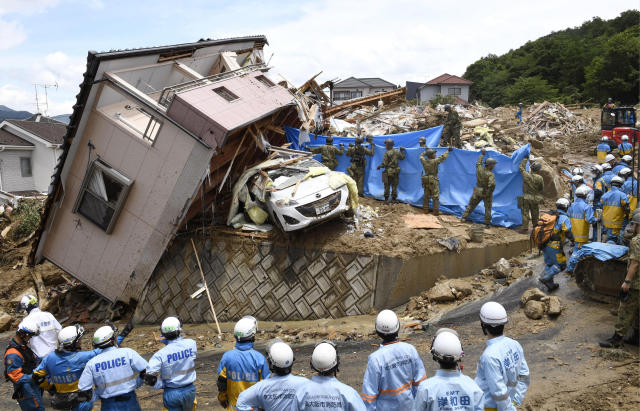 <p>Rescuers conduct a search operation for missing persons in Kumano town, Hiroshima prefecture, western Japan July 9, 2018. (Photo: Sadayuki Goto/Kyodo News via AP) </p>
