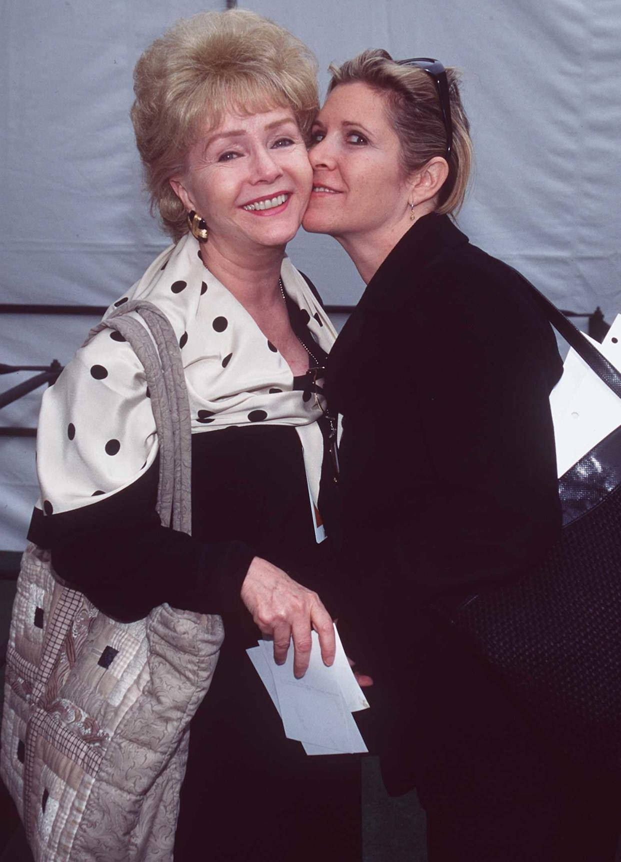 Debbie Reynolds with Carrie Fisher backstageat the 1997 Academy Awards.