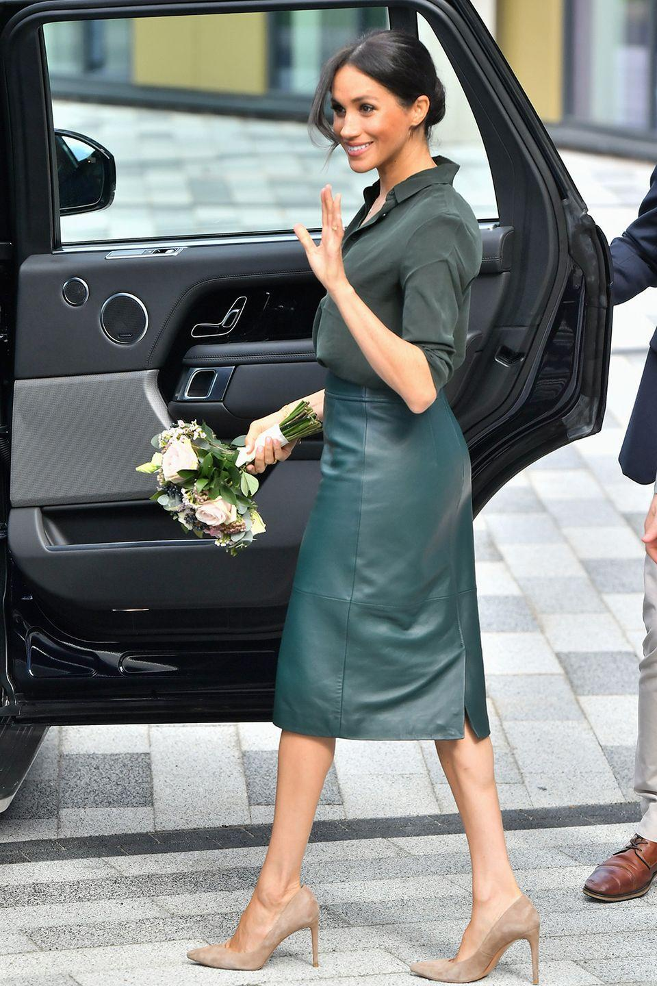 <p>Another clever outfit choice from Meghan here around the 10-week mark. Wearing a Hugo Boss high-waisted pencil skirt in a rigid material like leather meant it skimmed over her ever-so-slightly protruding stomach.</p>