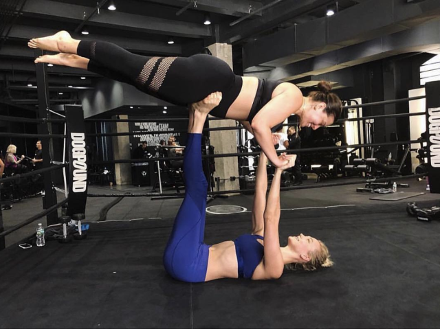 "<p>Girl power! The model proved that she and pal Karlie Kloss are hardly just a pair of pretty faces, as they showed off some impressive moves at the gym. ""Real friends never weigh you down!"" Graham captioned the shot. (Photo: <a href=""https://www.instagram.com/p/Bg1ZeCpnGtK/?taken-by=theashleygraham"" rel=""nofollow noopener"" target=""_blank"" data-ylk=""slk:Ashley Graham via Instagram"" class=""link rapid-noclick-resp"">Ashley Graham via Instagram</a>) </p>"