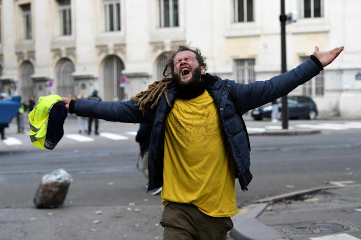 """A yellow vest protester reacts during clashes with police at a national day of protest by the """"yellow vests"""" movement in Paris, France, Dec. 8, 2018. (Photo: Piroschka van de Wouw/Reuters)"""