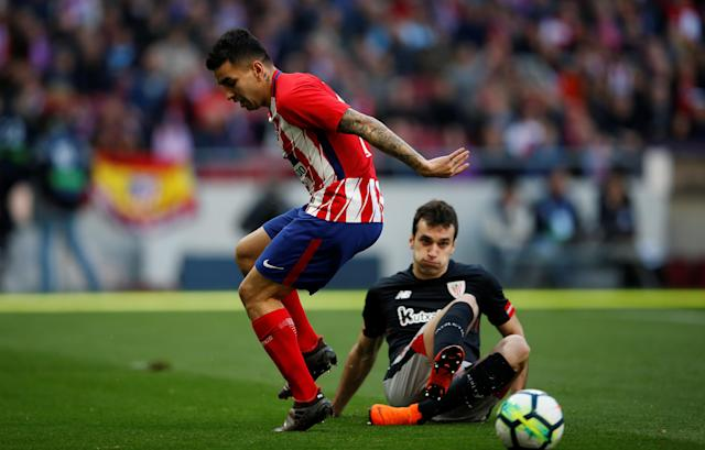 Soccer Football - La Liga Santander - Atletico Madrid vs Athletic Bilbao - Wanda Metropolitano, Madrid, Spain - February 18, 2018 Atletico Madrid's Angel Correa in action with Athletic Bilbao's Kepa Arrizabalaga REUTERS/Javier Barbancho