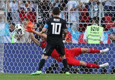 Soccer Football - World Cup - Group D - Argentina vs Iceland - Spartak Stadium, Moscow, Russia - June 16, 2018 Iceland's Hannes Por Halldorsson saves a penalty taken by Argentina's Lionel Messi REUTERS/Albert Gea