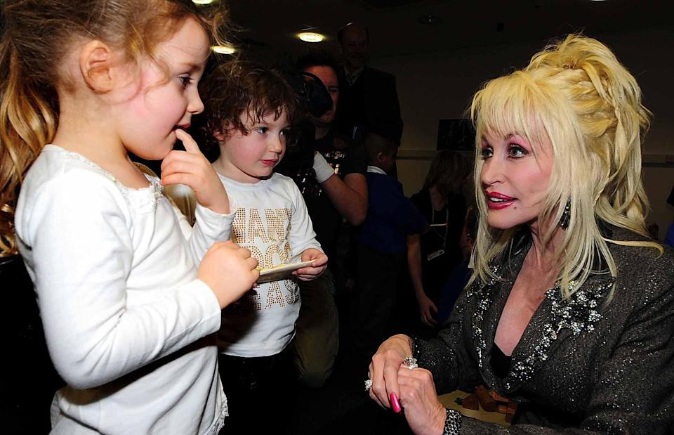 Dolly Parton meeting with kids as she launches the Imagination Library in Rotherham, South Yorkshire, U.K., in 2007. (Photo: Rui Vieira - PA Images via Getty Images)
