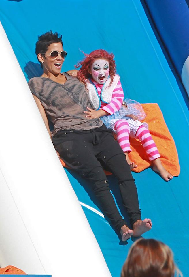 October 30, 2012: Halle Berry and her daughter, Nahla Aubry, hit the pumpkin patch today and celebrate Halloween a day early. 