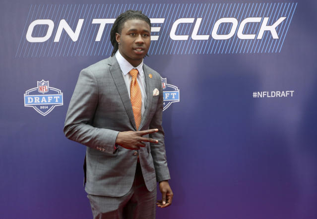 Clemson wide receiver Sammy Watkins poses for photos upon arriving for the first round of the 2014 NFL Draft at Radio City Music Hall, Thursday, May 8, 2014, in New York. (AP Photo/Craig Ruttle)