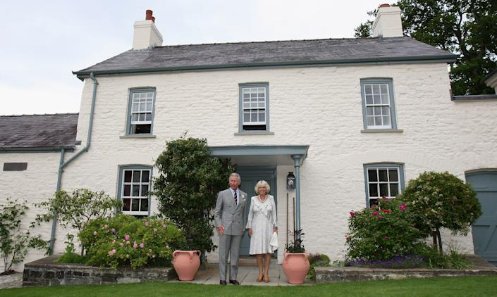 LLANDOVERY, UNITED KINGDOM - JUNE 22:  TRH Camilla, Duchess of Cornwall and Prince Charles, Prince of Wales pose for a photograph outside their welsh property Llwynywermod before a drinks reception on June 22, 2009 in Llandovery, United Kingdom. The Duchess of Cornwall and the Prince of Wales are on their annual 'Wales Week' visit to the region and will be staying at the recently refurbished property.  (Photo by Chris Jackson/Pool/Getty Images)