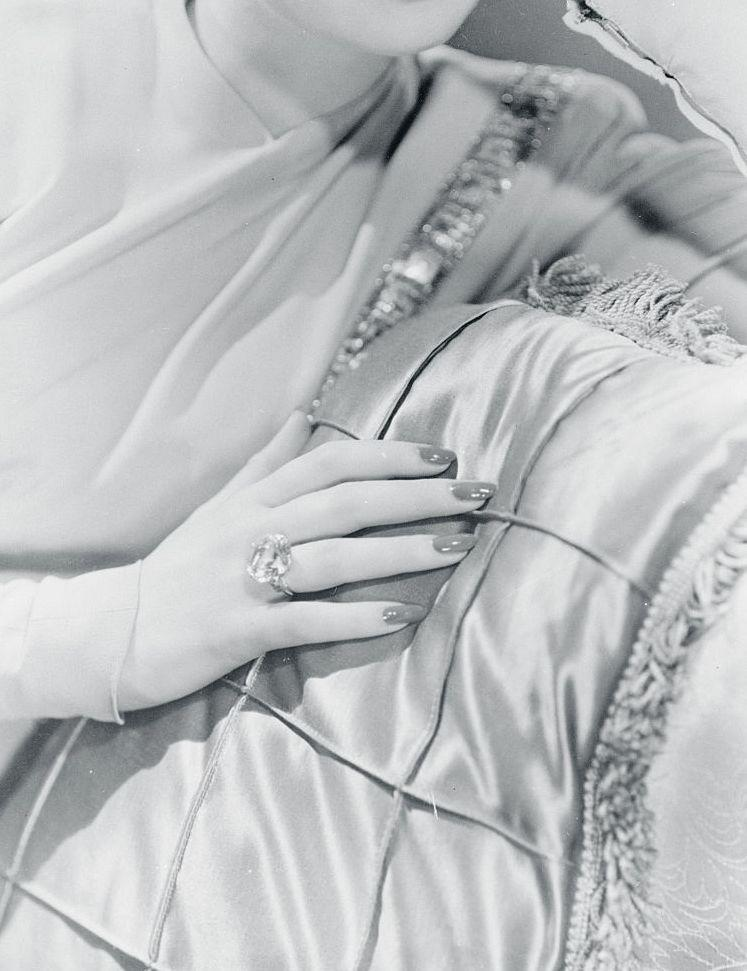 <p>For those who could afford it, glamorous cushion cut and solitaire center stones were all the rage by the mid-1940s. Here, Lucille Ball shows off the cushion cut ring she wore during her marriage to Desi Arnaz. </p>