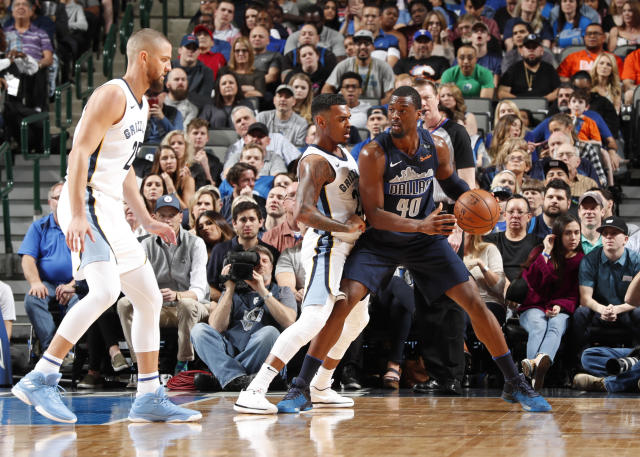 DALLAS, TX - MARCH 10: Harrison Barnes #40 of the Dallas Mavericks handles the ball against the Memphis Grizzlies on March 10, 2018 at the American Airlines Center in Dallas, Texas. (Photo by Danny Bollinger/NBAE via Getty Images)