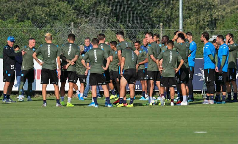 Napoli's head coach Carlo Ancelotti (L) speaks to his players during a training session at SSC Napoli training Center in Castel Volturno, near Naples on September 16, 2019, on the eve of the UEFA Champions League Group E football match Napoli vs Liverpool. AFP