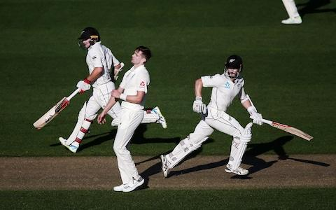 <span>Kane Williamson (right) shows England how to bat on this wicket</span> <span>Credit: GETTY IMAGES </span>