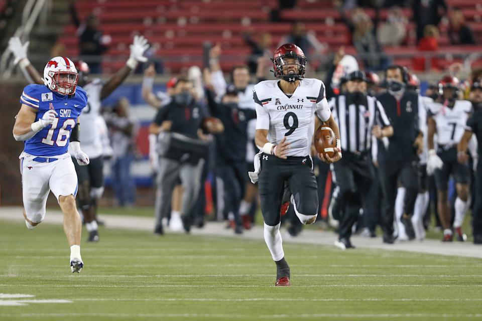 DALLAS, TX - OCTOBER 24: Cincinnati Bearcats quarterback Desmond Ridder (9) runs to the end zone for a touchdown during the game between SMU and Cincinnati on October 24, 2020 at Gerald J. Ford Stadium in Dallas, TX. (Photo by George Walker/Icon Sportswire via Getty Images)