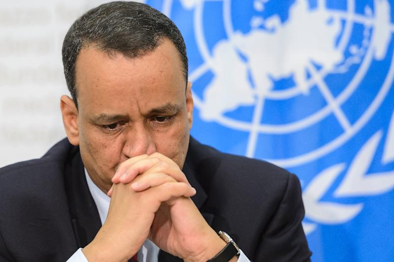 Ismail Ould Cheikh Ahmed, the UN special envoy for Yemen, met reporters after the conclusion of inconclusive peace talks in Switzerland, on December 20, 2015 (AFP Photo/Fabrice Coffrini)