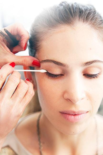 """<div class=""""caption-credit""""> Photo by: Photo: Kelly Stuart</div><div class=""""caption-title"""">Perfect Your Eyeliner</div><p> After dotting lids with liner, Linter connected the dashes: """"A tiny eyeliner brush softens and perfects the line."""" She then used a <b><a rel=""""nofollow noopener"""" href=""""http://www.shopstyle.com/action/apiVisitRetailer?id=261221914&pid=uid400-1605520-78&utm_medium=widget&utm_source=Product+Widget"""" target=""""_blank"""" data-ylk=""""slk:pointed cotton tip"""" class=""""link rapid-noclick-resp"""">pointed cotton tip</a></b> to push the line """"up and out"""" at the corners. </p>"""