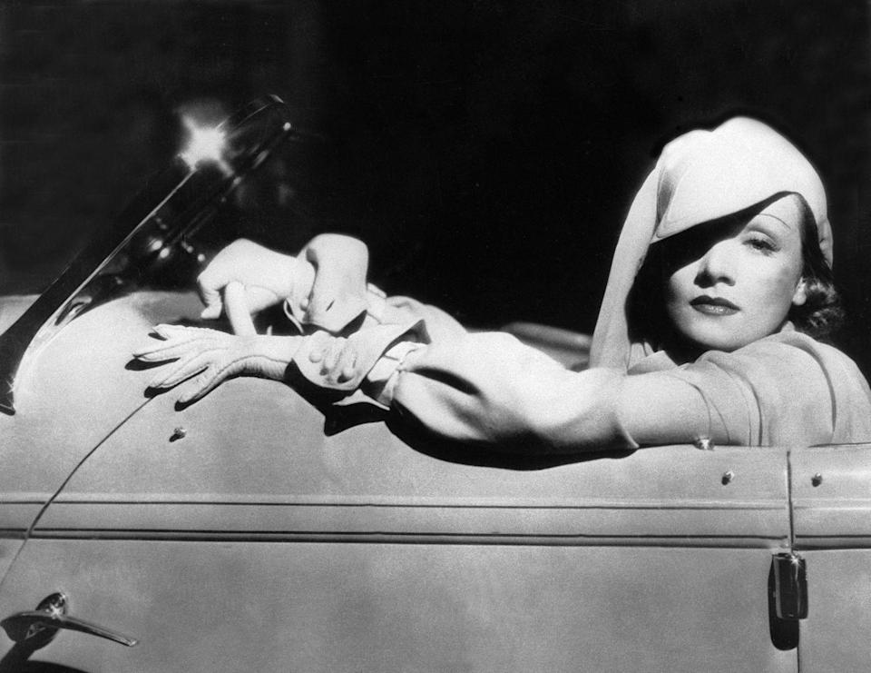<p>The actress and singer designed her own clothes and was very inspired by the fashions of the early 1900's. Here, she is photographed wearing a driving outfit and matching hat.<br></p>
