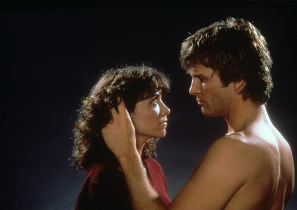 Alien Starman, performed by the American actor Jeff Bridges, sweetly strokes Jenny Hayden's face, the human performed by the American actress Karen Allen, in a romantic scene from the John Carpenter's Starman. USA, 1984.. (Photo by Mondadori via Getty Images)